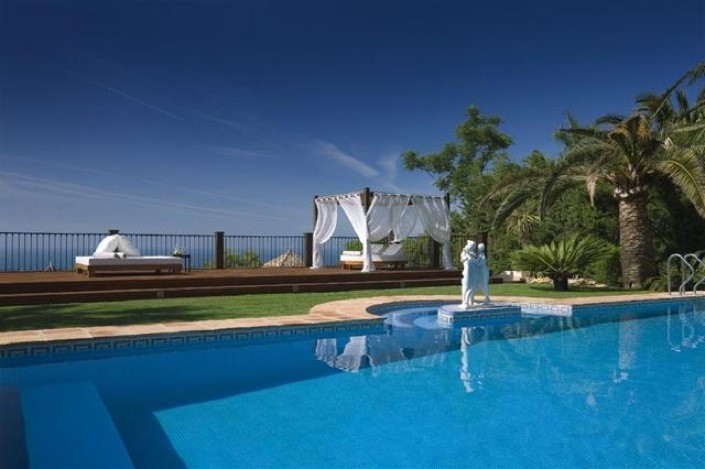9 Bed Luxury Villa In Marbella - AH1048