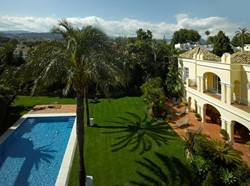 8 Bed Villa Nueva Andalucia With Large Garden