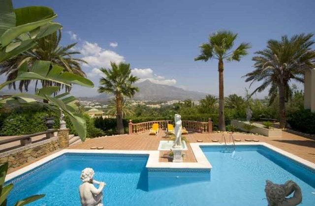 AH864 - 8 Bedroom Mansion Marbella