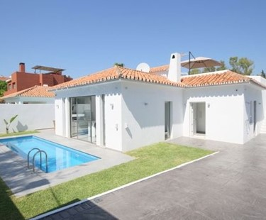 AH2717 - Modern beachside villa for rent Puerto Banus