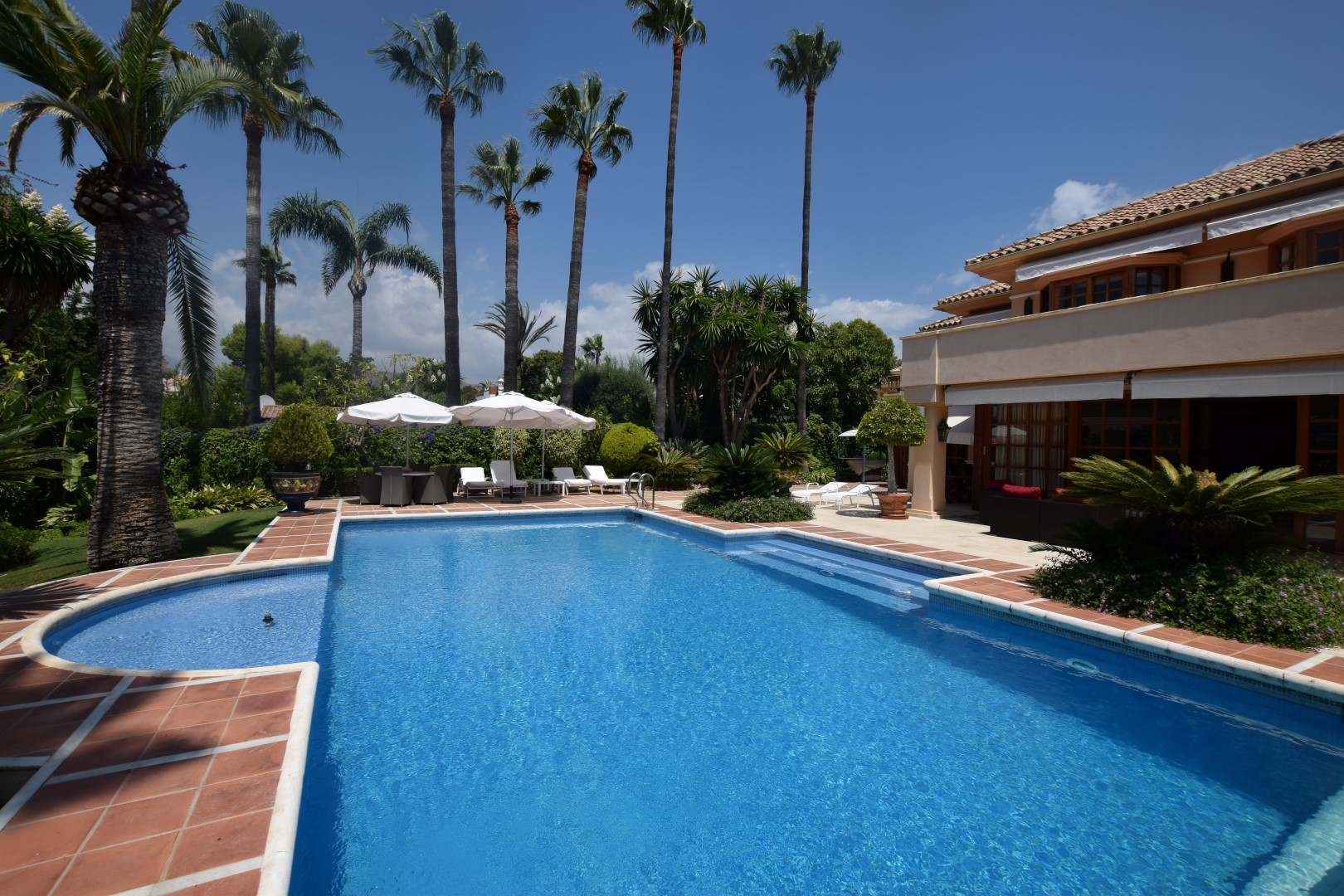 AH2758 - Spacious 5 Bed Nueva Andalucia Villa With Large Pool