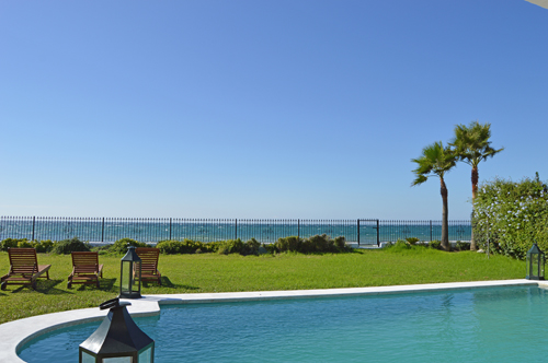 AH2765 - 7 Bed Beachfront Villa With Heated Pool