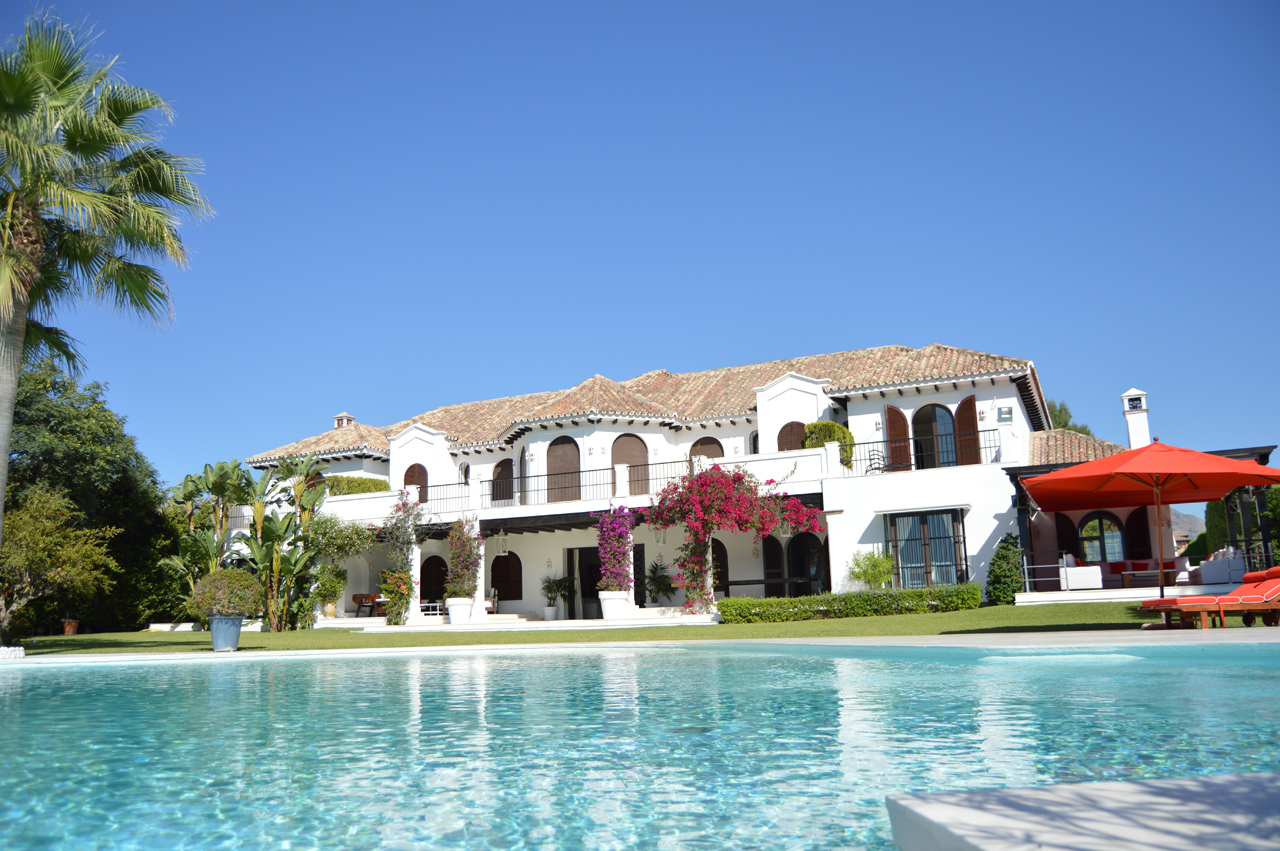 AH2058 - Beachfront Exclusive 8 Bedroom Villa in Estepona