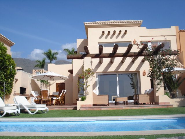 AH102 - 3 Bedroom Golf Holiday Villa in Tenerife