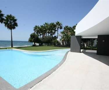 AH2778 - 6 Bed Luxury Beachfront Los Monteros Playa