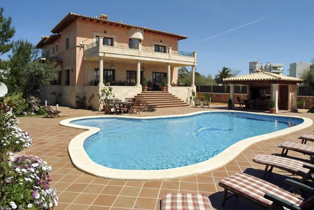AH2311 - Elegant, spacious Eight Bedroom Eight Bathroom Villa in Puerto Pollensa