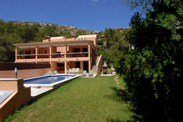 AH2409 - 4 Bed Villa Walking To Puerto Pollensa and Beach