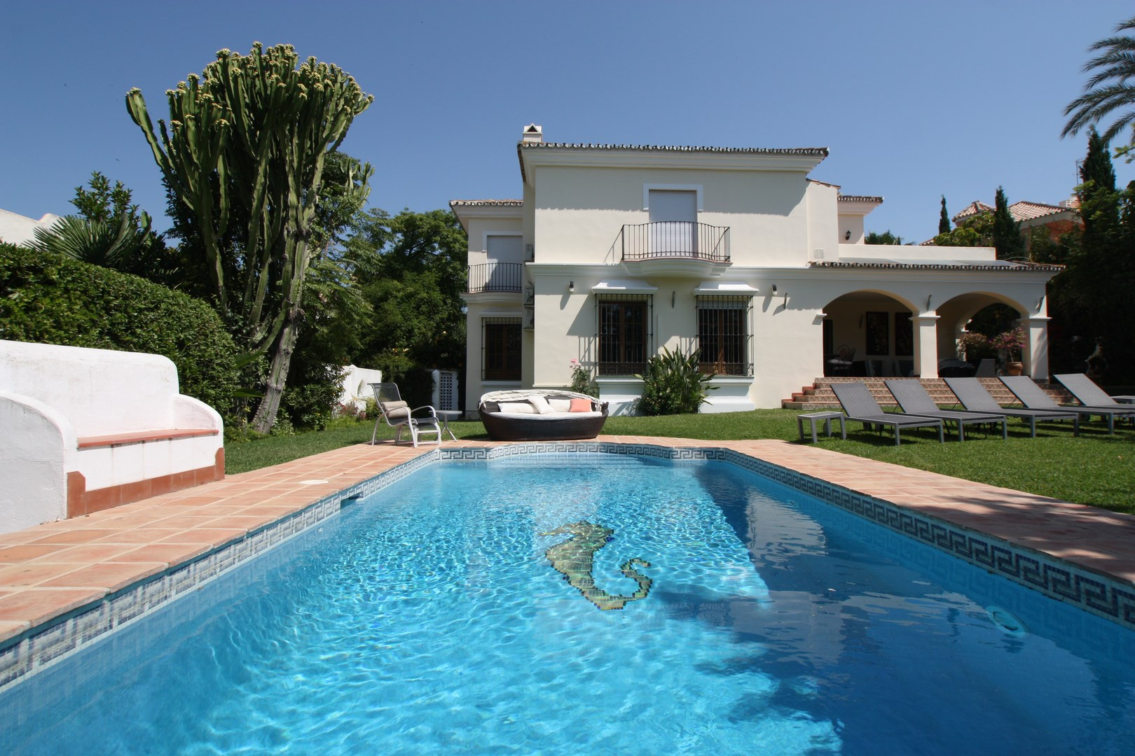 AH2780 - Lovely 6 bed Villa In Guadalmina