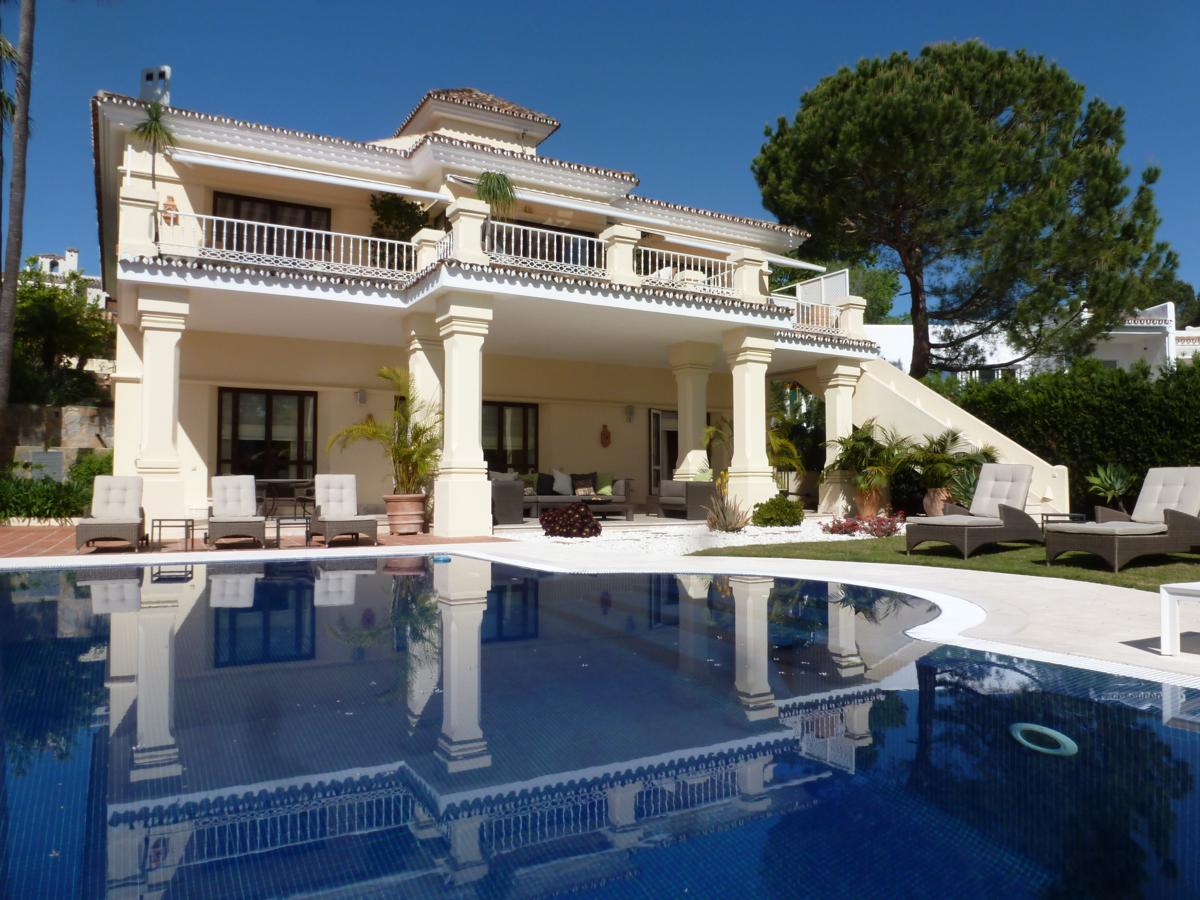 AH2791 - Amazing 5 Bed Villa Frontline Aloha Golf