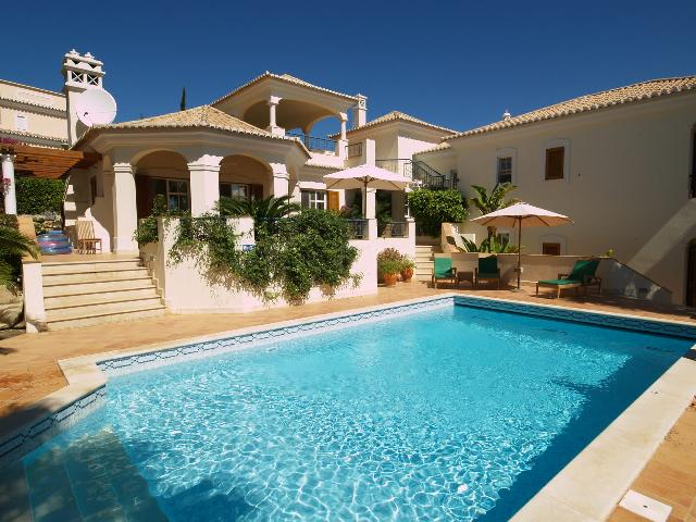 AH1739 - Stunning 4 bed villa with air con and private heated pool in Dunas Douradas