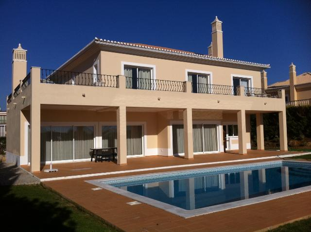 AH2104 - Luxury 4 bed Villa In Vilamoura