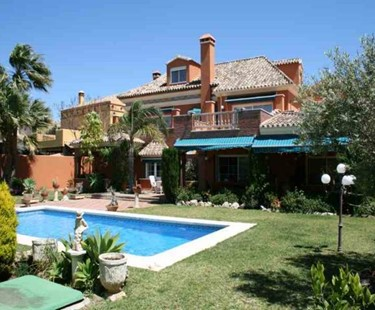 AH1400 - San Pedro Family Villa 200 Metres From The Beach!