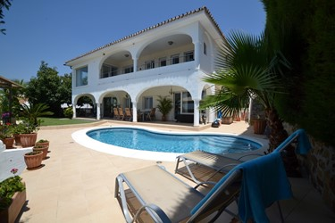 Holiday Villa Campana Pool House