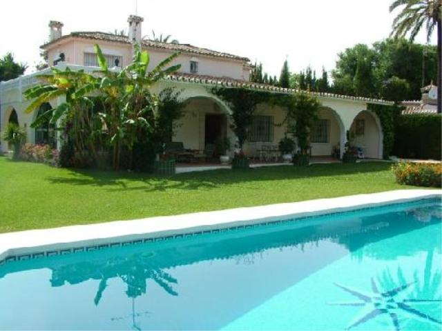 AH585 - 4 Bed Villa To Rent In Atalaya Park, Marbella
