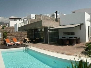 luxury villas in Tenerife - Stunning property in Del Duque WIth Pool