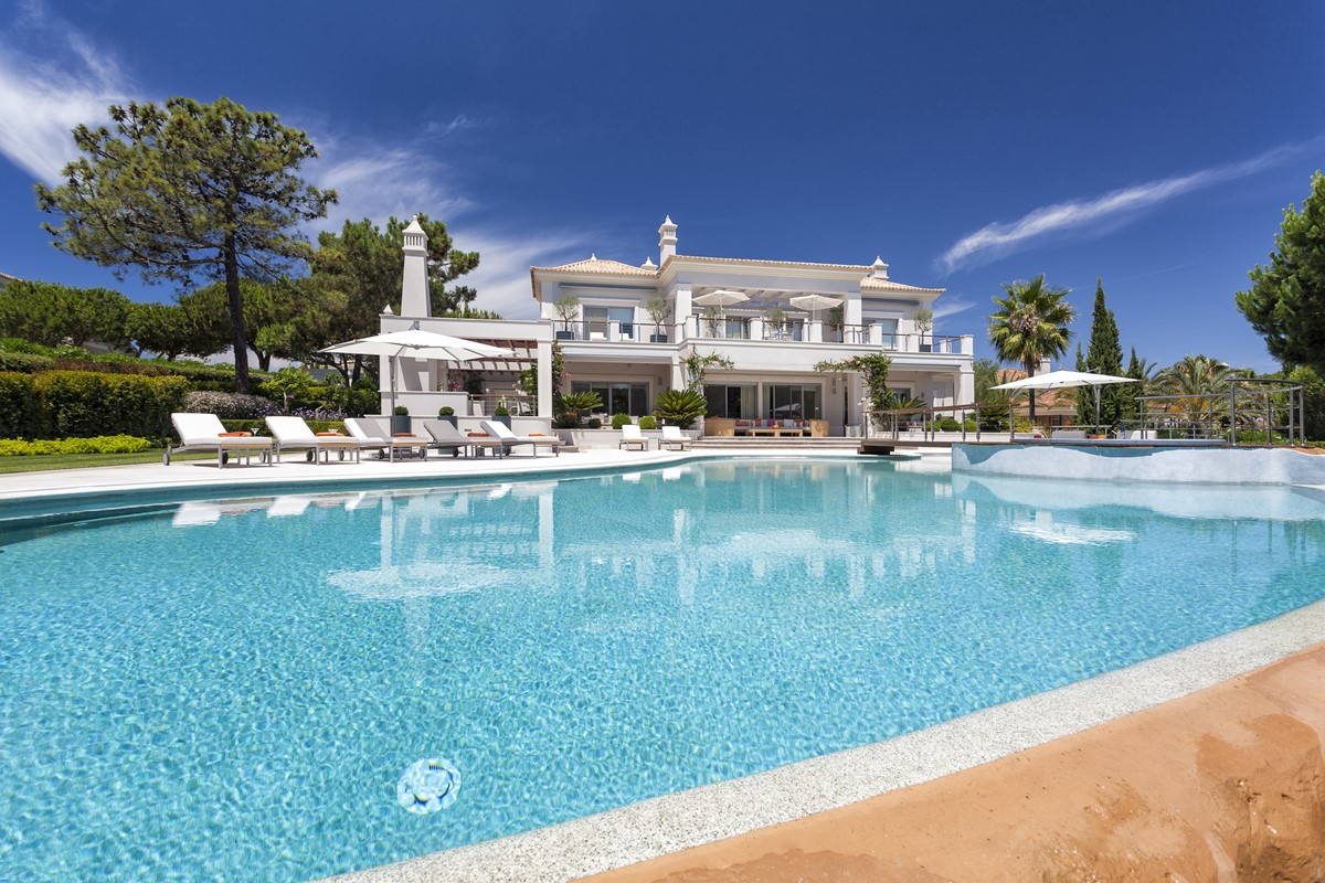 AH2684 - High Spec 5 Bed Quinta Do Lago Villa
