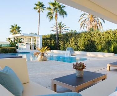 AH2821 - Contemporary Frontline Beach Villa Golden Mile Marbella