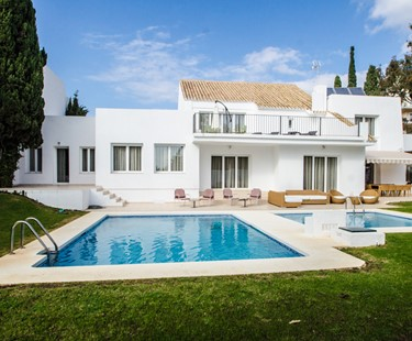 AH2831 - Modern 7 Bed Puerto Banus Villa Walking To Beach