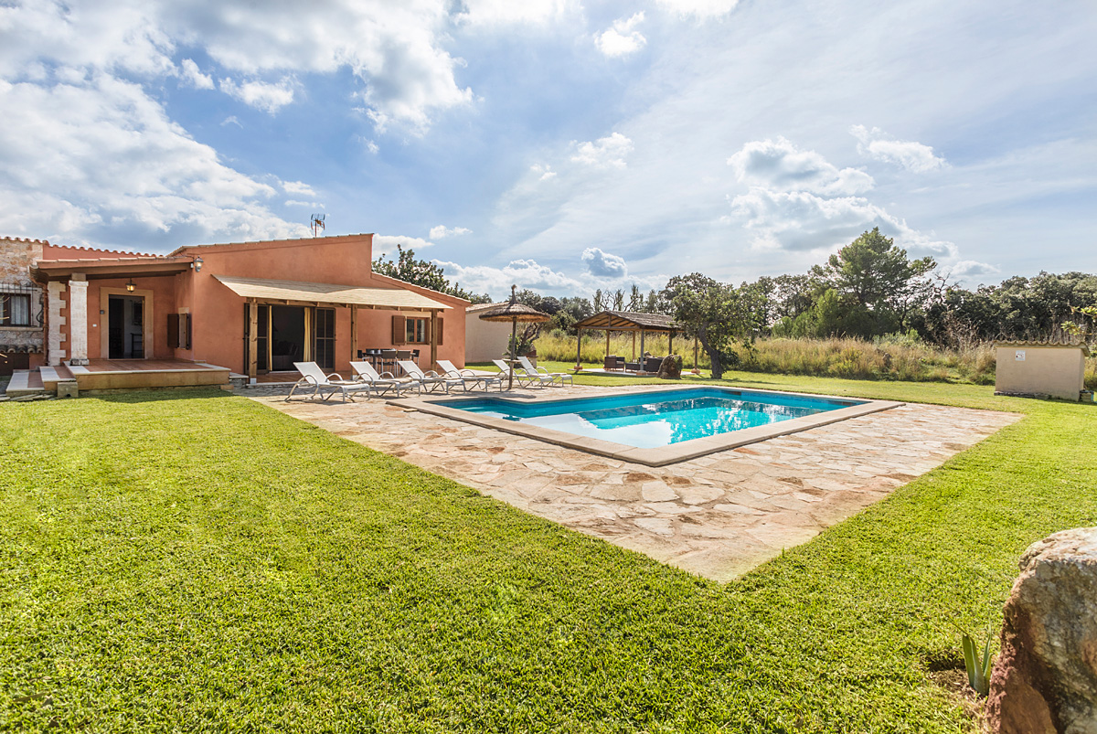 AH2503 - Beautiful Countryside 3 Bed Puerto Pollensa Villa