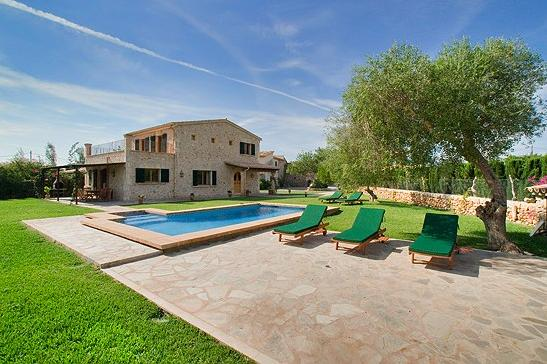AH1075 - 4 Bed Villa Heated Pool Between Pollensa and Puerto Pollensa