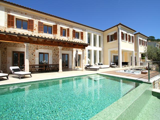 AH2840 - Luxury Modern Six Bed in Pollensa
