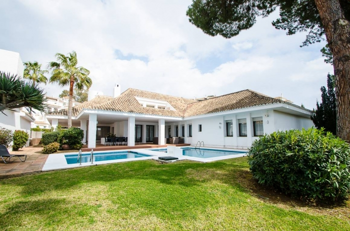 AH2848 - 4 bed villa close to the beach and Puerto Banus