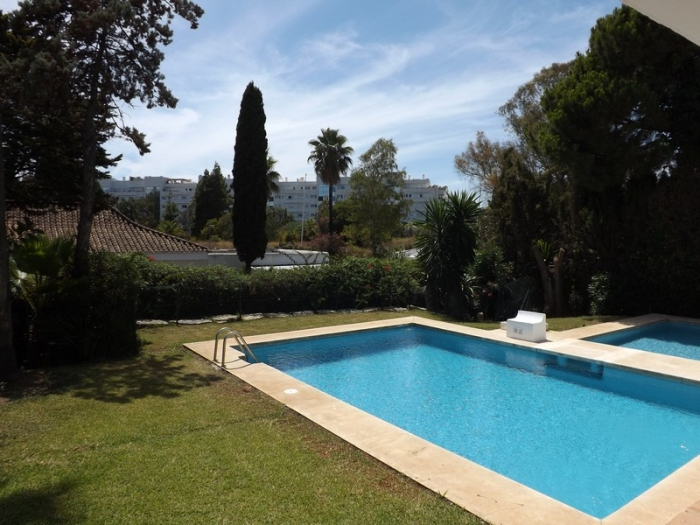 AH2322 - 4 bed villa walking to Puerto Banus
