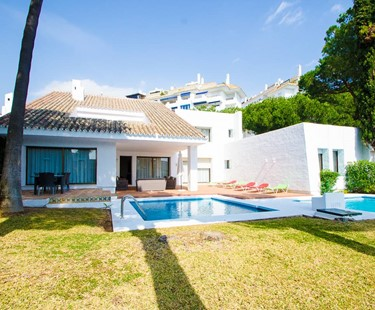 AH2526 - 5 Bed Villa Puerto Banus Walking To Beach and Port