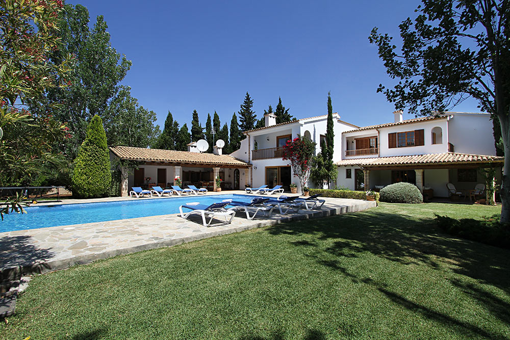 AH2857 - 7 Bed Puerto Pollensa Villa With Heated Pool