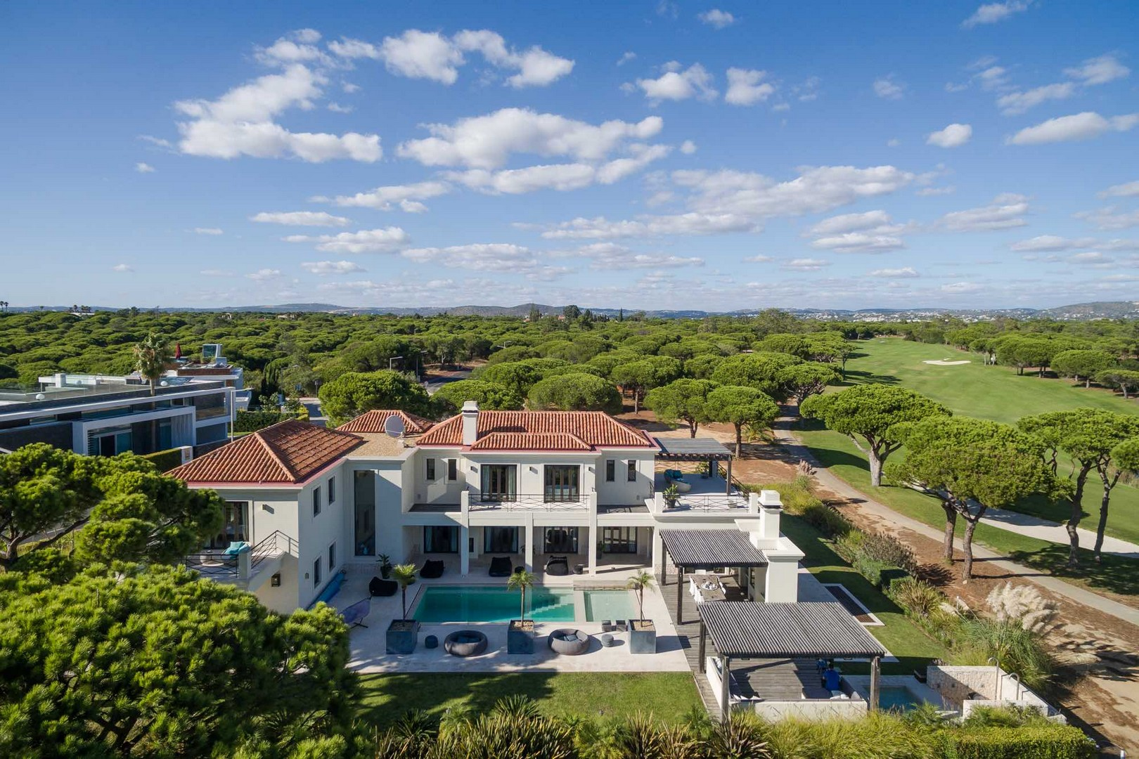 AH2675 - Stunning 6 Bed Contemporary Villa In Vale Do Lobo