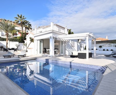AH1121 - Modern 4 Bed Villa Walking To Puerto Banus