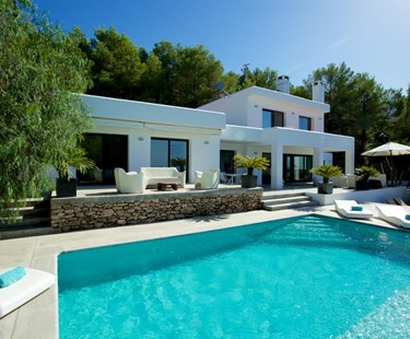 AH2910 - Contemporary 4 Bed Villa With Stunning Sea Views