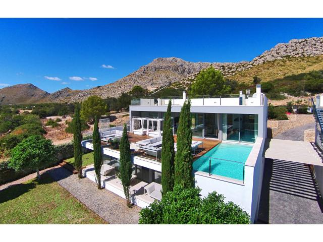 AH2865 - Modern 4 Bed Luxury Villa in Puerto Pollensa
