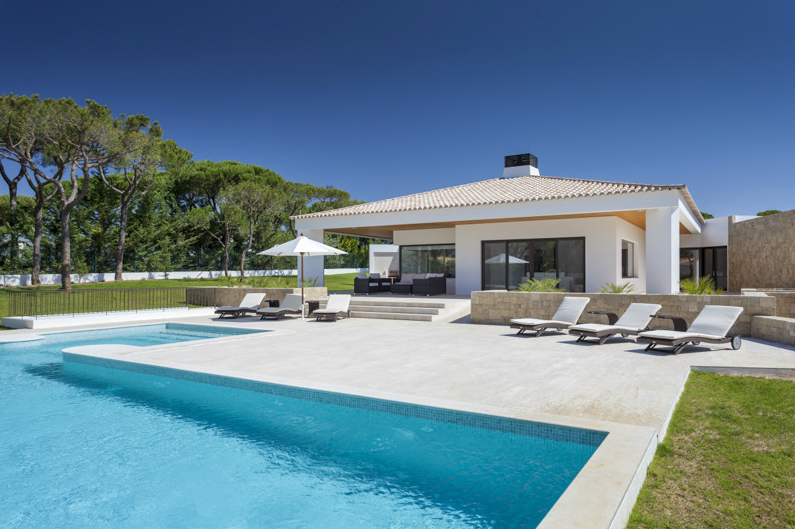 AH2875 - Luxury Modern 5 Bed Villa In Vilamoura