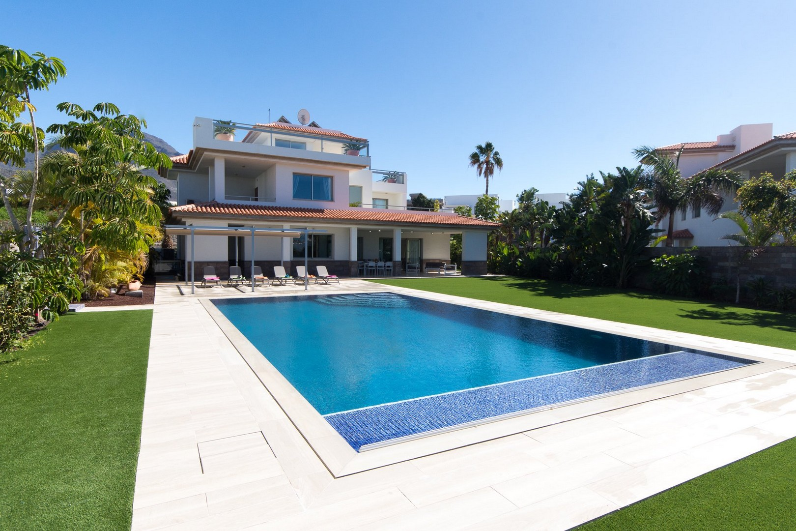 Luxury 5 bedroom villa with heated pool for 5 bedroom house with pool