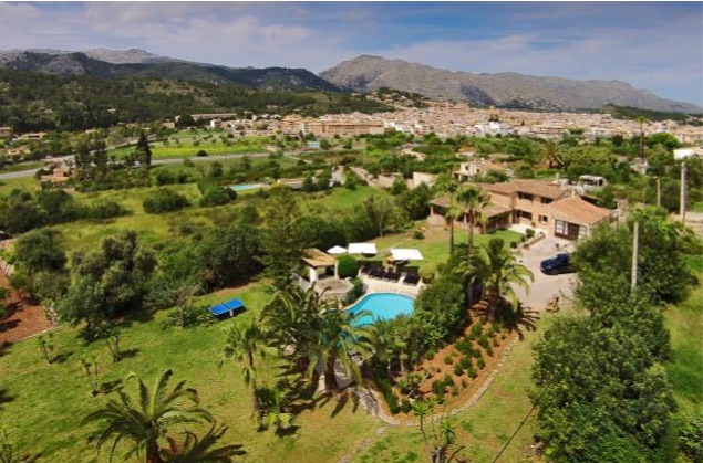 AH2878 - 5 Bed Country Estate With Mountain View and Heated Pool