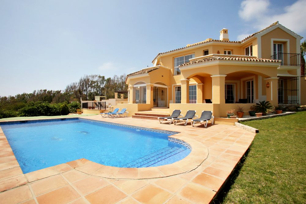 AH147 - 4 Bedroom Villa With Pool in La Paloma / Sotogrande