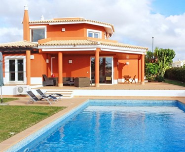 AH720 - 4 Bed Villa On Vila Sol With Heated Pool