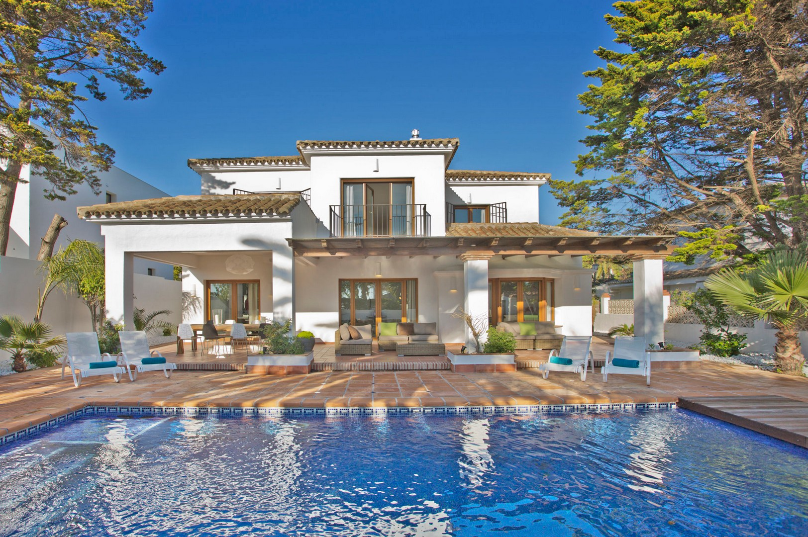 AH1490 - Modern 4  Bed Villa with heated pool 100m from Marbesa beach