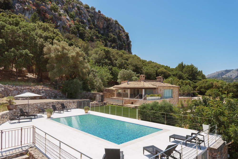 AH1952 - Luxury 4 bed Villa Walking Distance of Pollensa