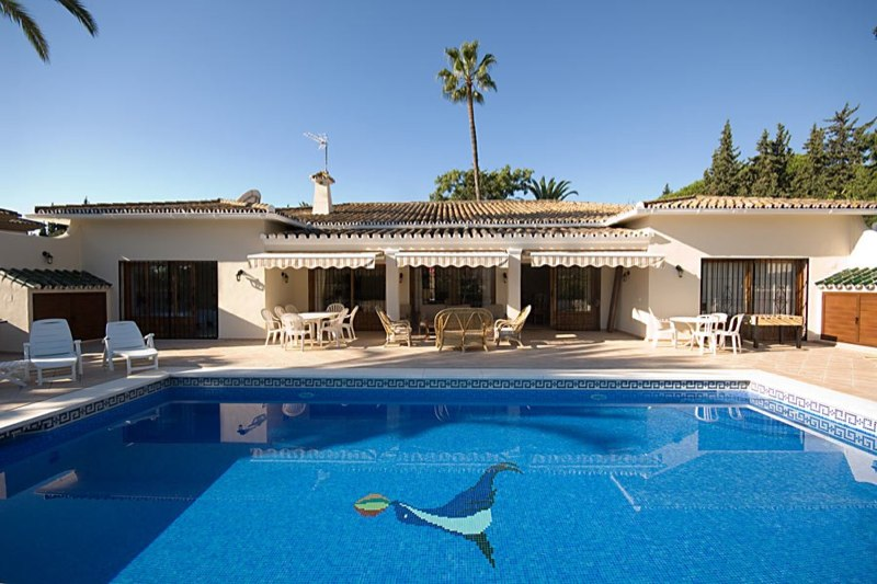 AH2923 - Lovely 6 Bed Villa With Heated Pool 15 Minutes Walk To The Beaches Of Puerto Banus