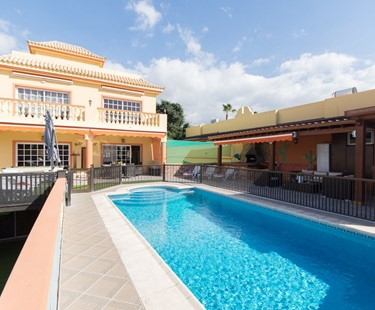 AH1322 - 5 Bedroom Villa With Heated Pool in Tenerife