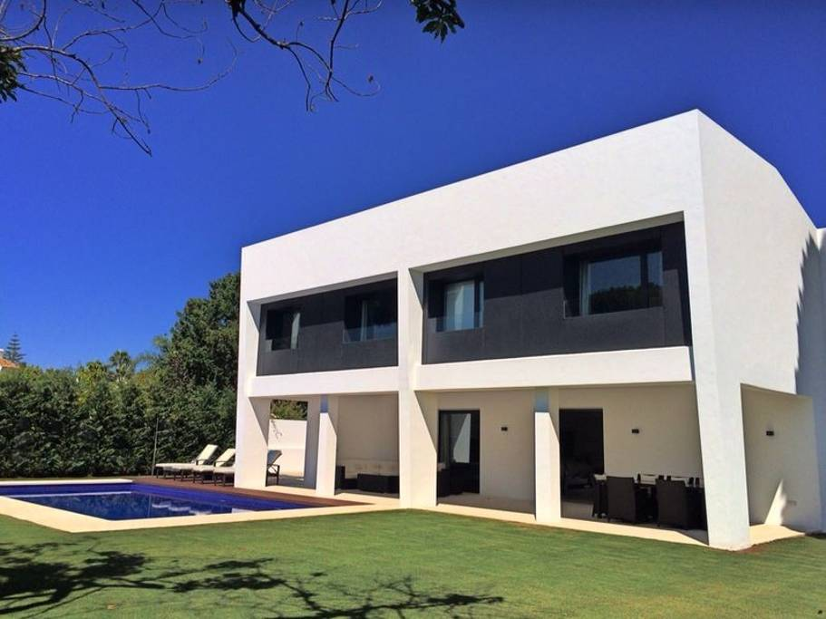 AH2958 - Modern 4 Bed Luxury Beachside San Pedro Villa