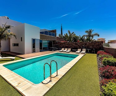 AH2960 - Contemporary 5 Bed De Duque Villa Heated Pool