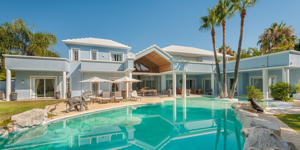 AH2966 - Modern 6 Bed Walking To San Pedro and the Beach