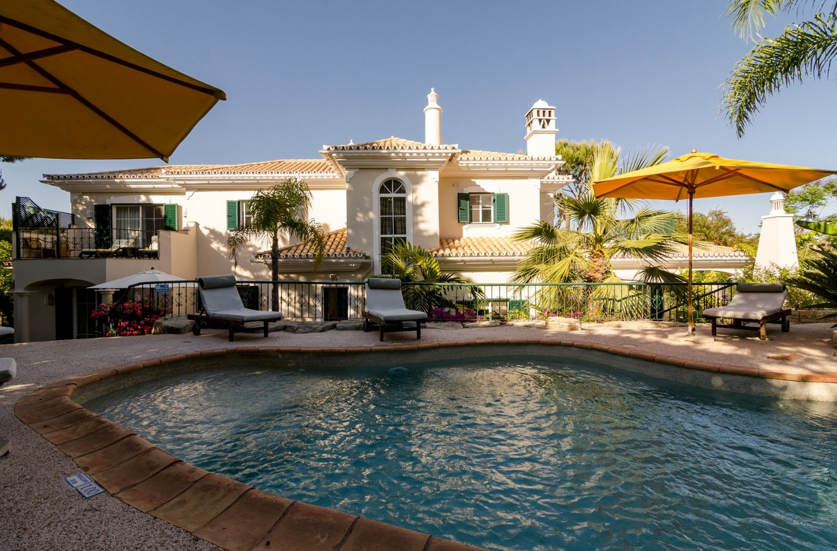 AH2805 - Lovely 4 bed Villa In Dunas Douradas