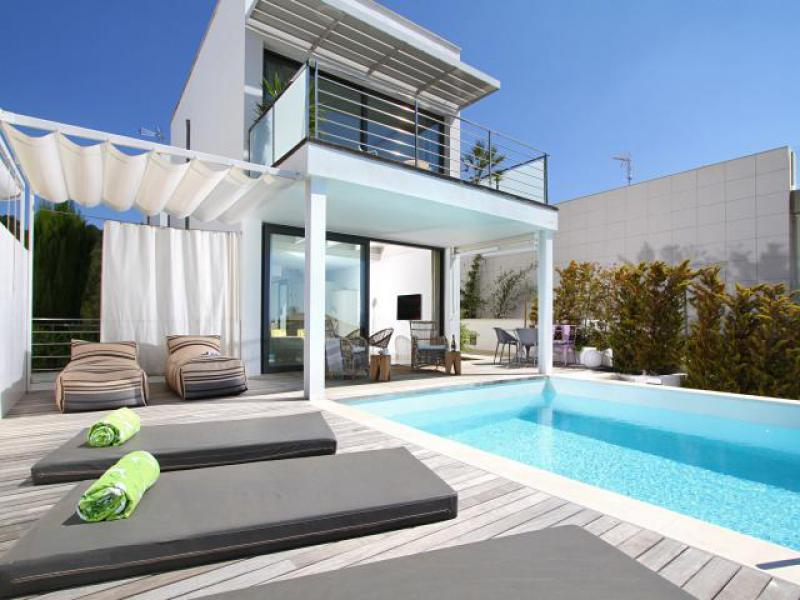 AH2970 - Luxury 3 bed Alcudia Villa Walking To Shops and Beach