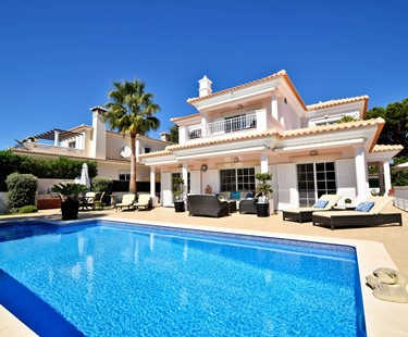AH2973 - Immaculate Luxury 4 Bedroom Villa in Varandas do Lago