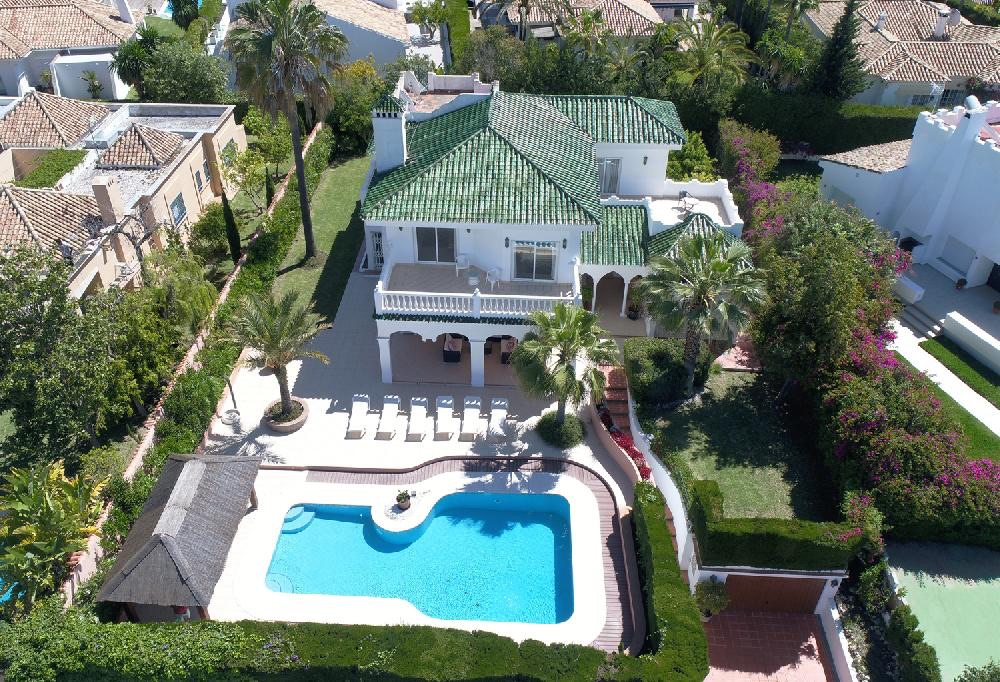 AH2034 - Luxury 5 bedroom Villa with heated pool in Nueva Andalucia