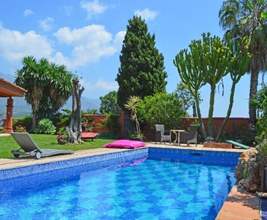 AH2341 - Luxury 5 bedroom Villa 10 minutes walking distance from Puerto Banus